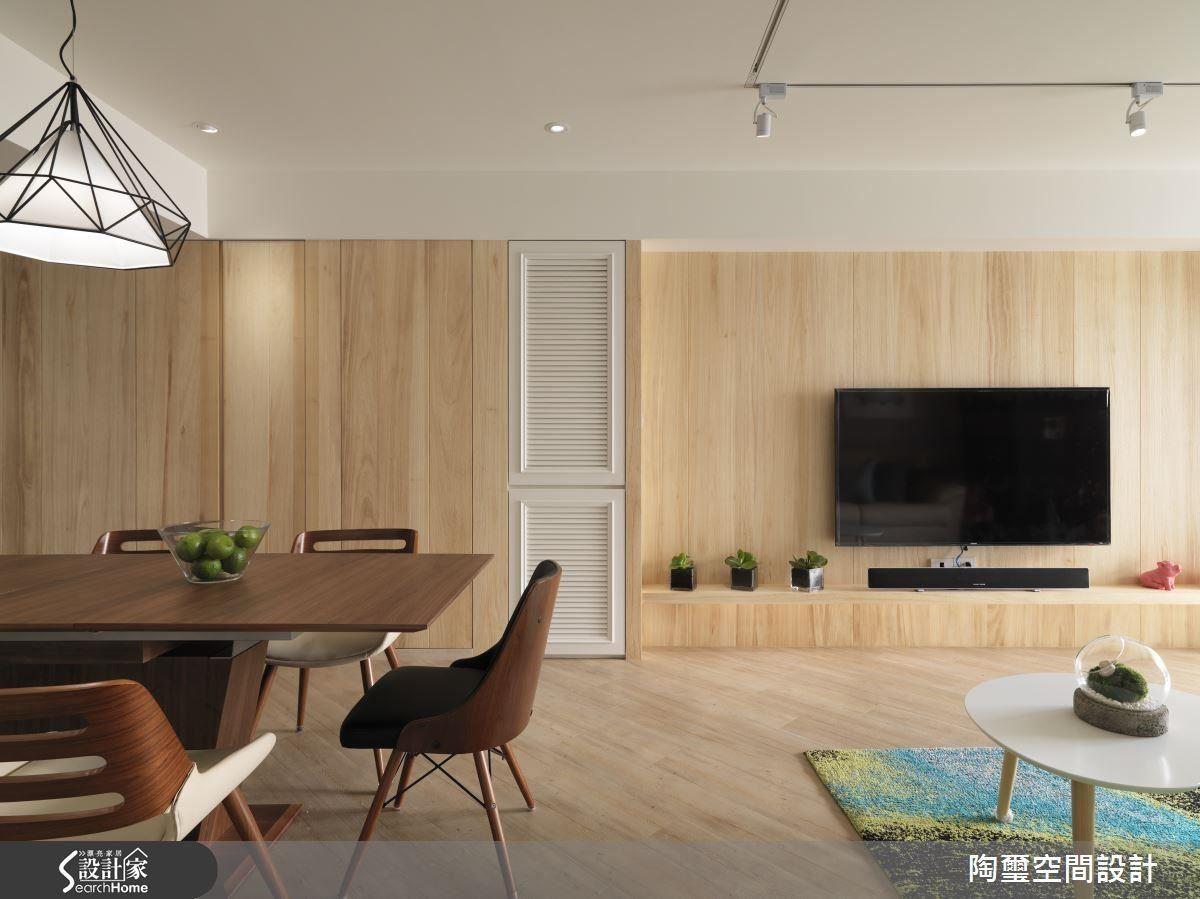 經由調整後,電視牆面與沙發距離合宜,不會過於空曠或侷促,創造舒適放鬆的怡人空間。