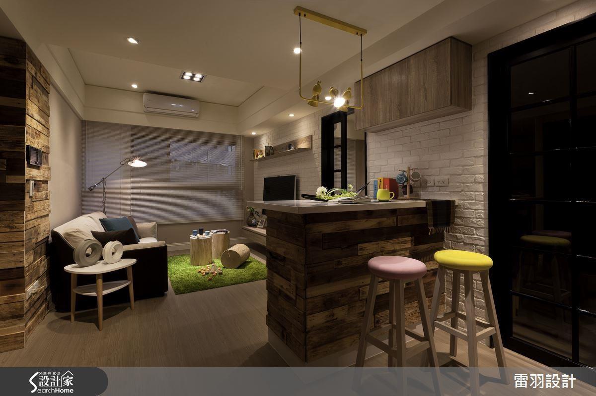 16 坪空間內巧用吧檯取代餐桌,更能成為閱讀、工作的場所,可謂一石三鳥!