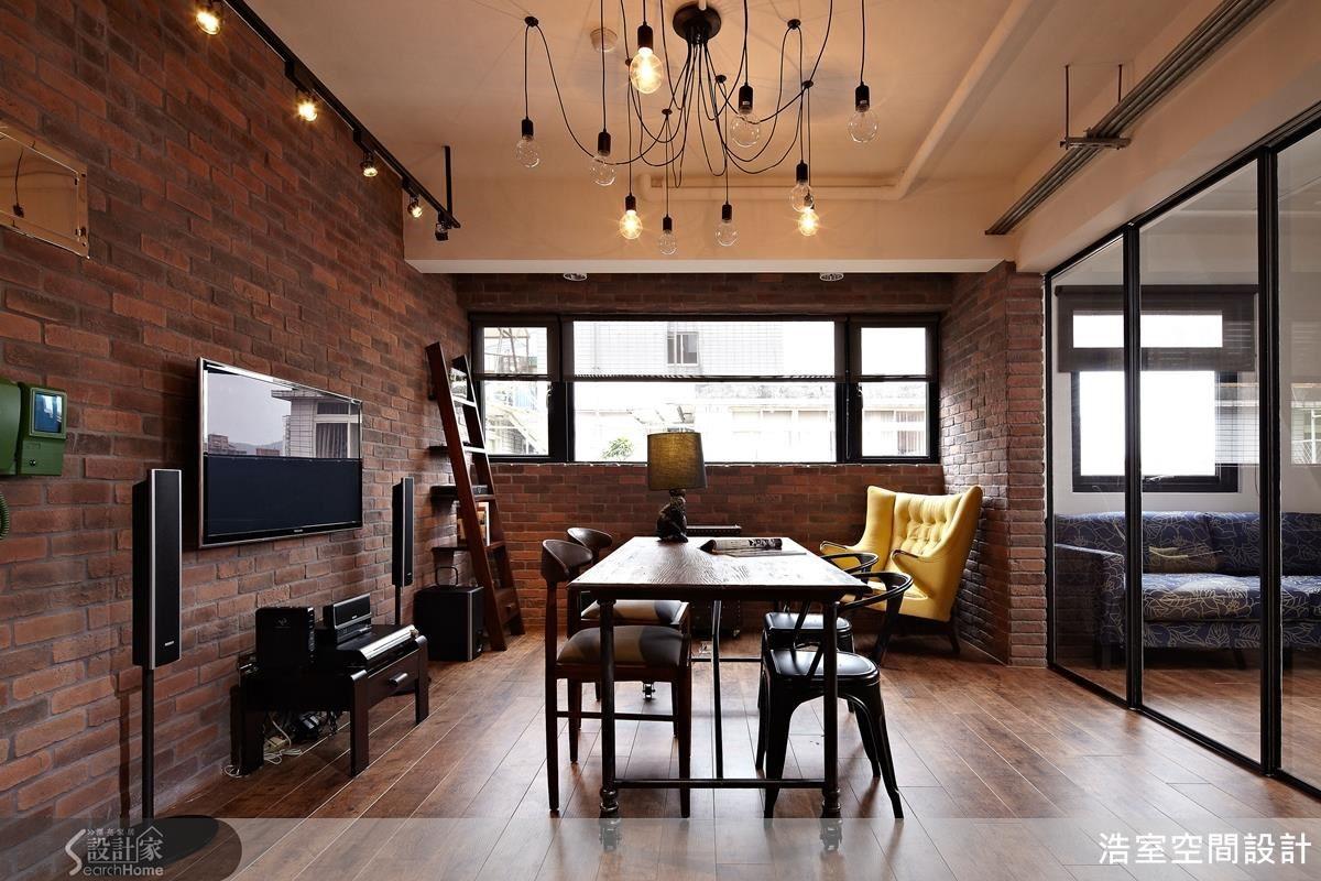 17 坪老屋也能擁有寬廣的視覺空間,透過顏色、家具跳脫傳統格式設計,成功營造無拘無束的自由感。