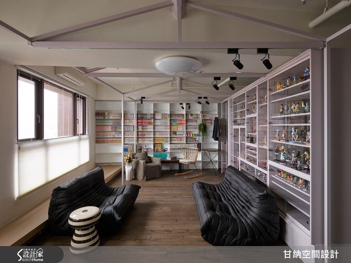 活潑面貌交由業主收集的公仔來呈現,空間以簡約為主要著墨,搭配富有表現性的家具組合,構成視覺多變卻不紊亂的場景。