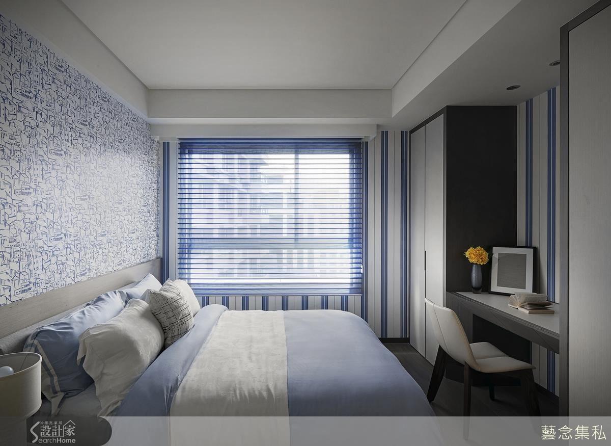女孩房主視覺以藍色筆觸畫出滿屋的地中海風格,由藍色條紋壁紙與窗簾搭配,平衡視覺展現舒爽度假氛圍。