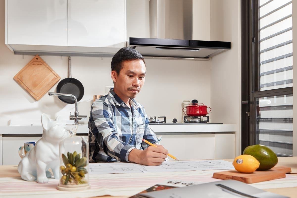 在安靜又清靜的餐廚空間裡工作,不用受油煙之苦,是許多屋主夢想中的居家場景。