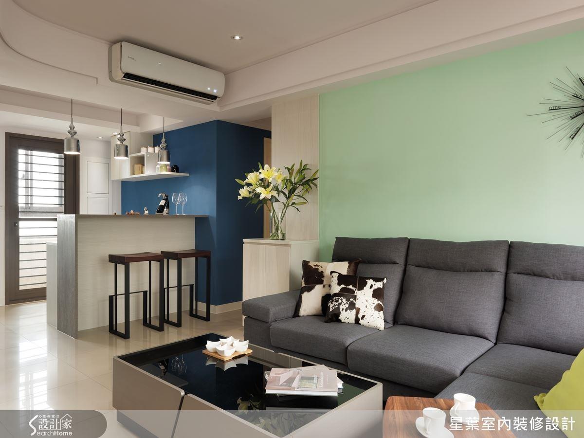 吧台結合餐桌、柱體結合櫃體與梳妝功能,貼合屋主需求打造完美新婚宅。