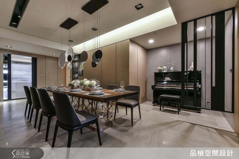 畸零空間改造變身鋼琴區,增加收納空間,滿足生活機能。