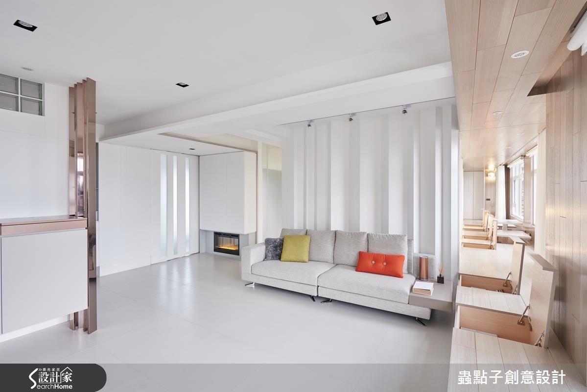 坐榻下方設置收納空間,拓增實用機能。