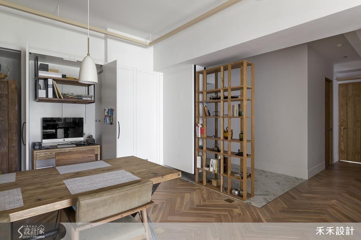 不同材質劃分出玄關區,以懸掛藝術品的端景區隔私領域和公領域空間。