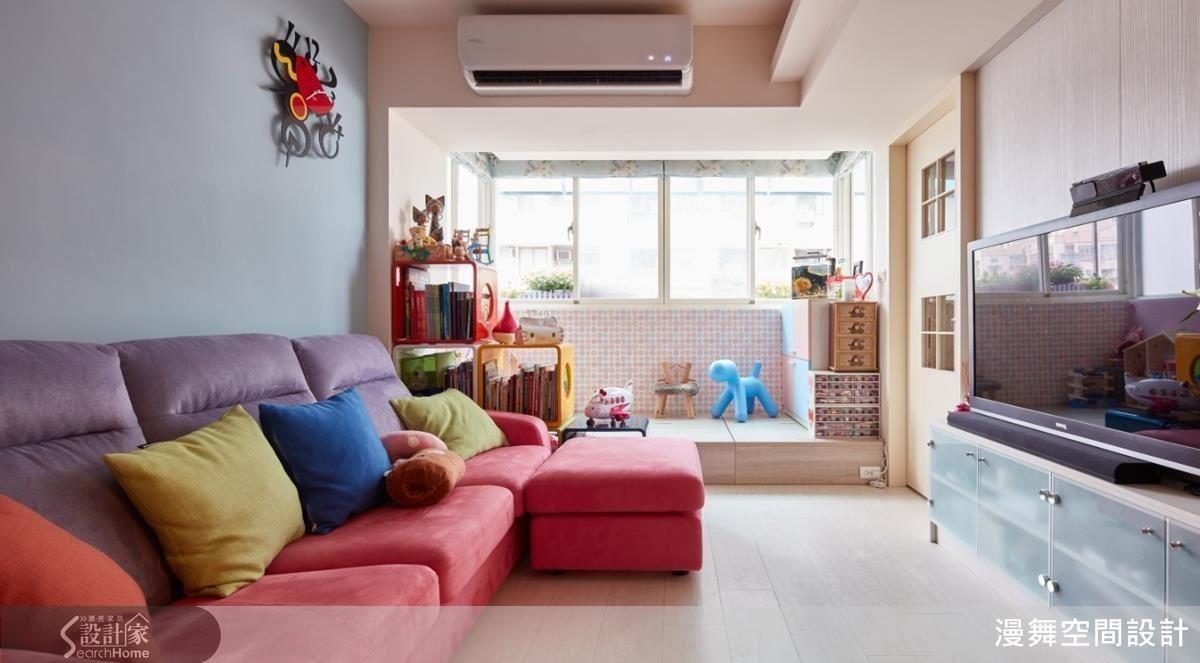 有著孩子的小家庭最頭痛的收納問題,利用地坪下方、雙面系統家具就能有效解決!