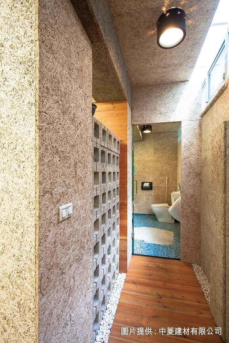 不需過度設計,鑽泥板最自然的亂數木絲紋路,沒有秩序方向的整齊排列,更令人感到紓壓。