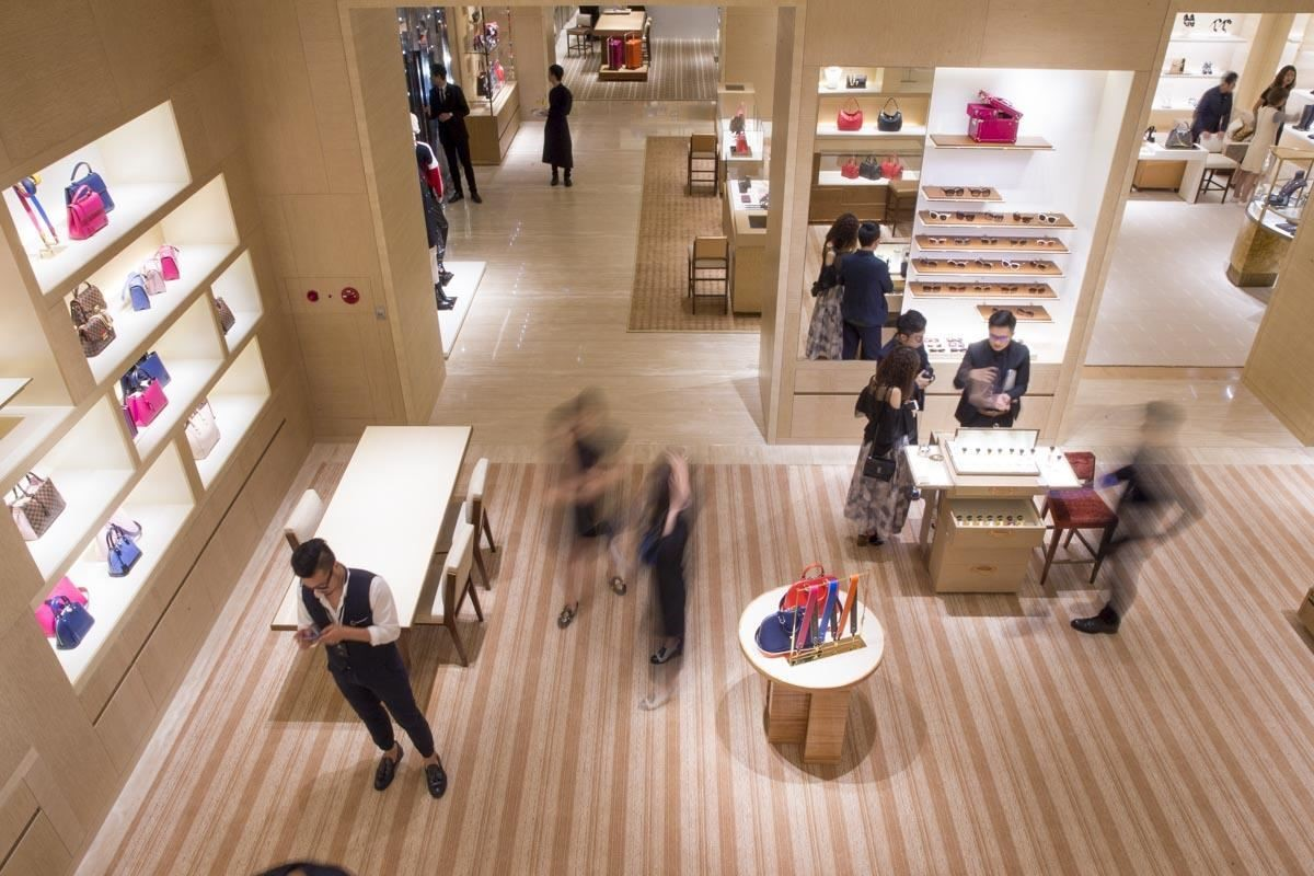 木頭為主的優雅設計,打造出具生命力的輕巧環境。