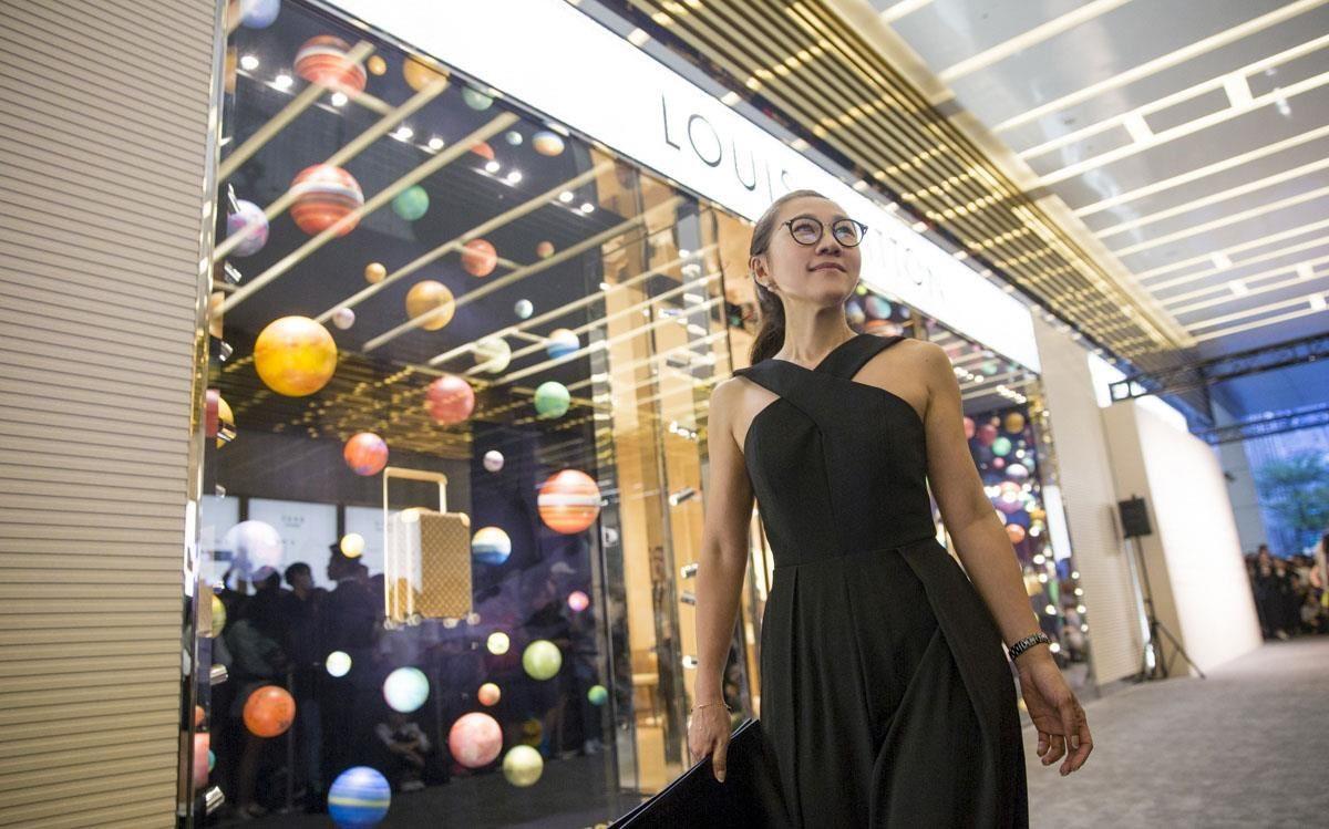 室內設計師黃千祝,以專業的角度帶我們一窺LV旗艦店全貌。