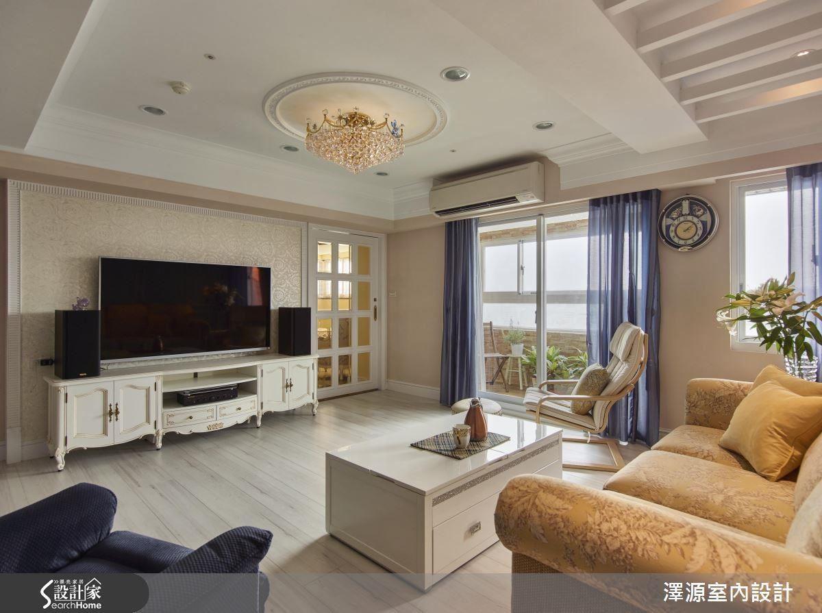 70 坪的空間中,設計師滿足了屋主風格喜好,成就古典鄉村風居家。