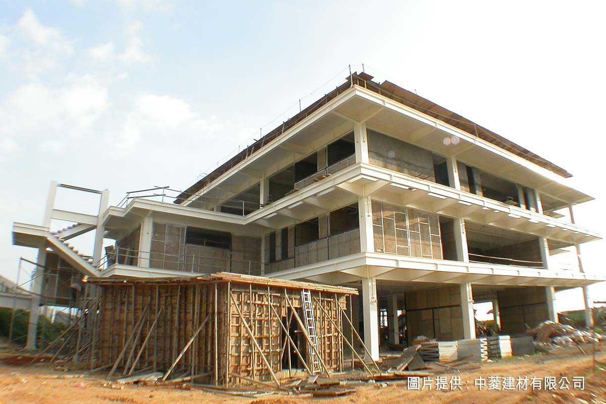 由於隔熱效果十分良好,中菱鑽泥板應用在屋頂及外牆隔熱的使用率很高。