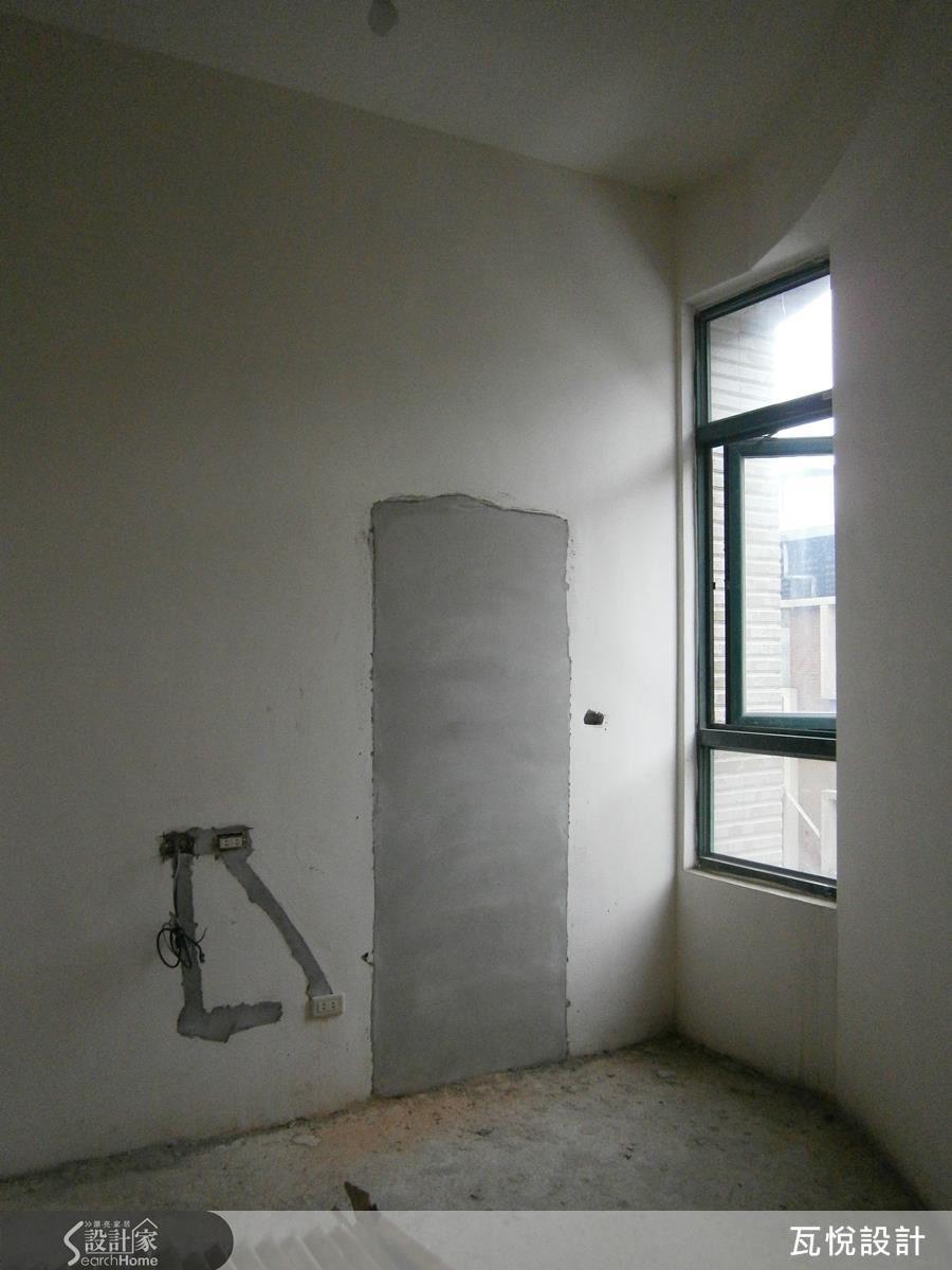 原來房屋一進門是有壓迫感的牆面,另外還有一面牆呈現圓弧形等難題。