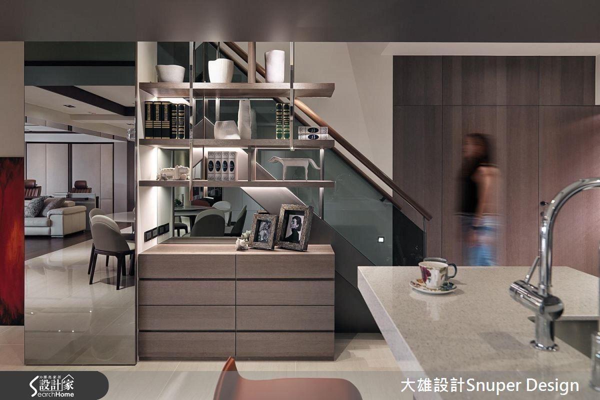 三十年老屋經過設計師的旁觀歸整,為格局重新定位,創作出煥然一新的時尚新居。