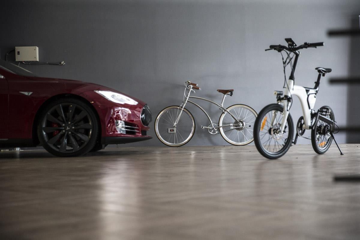 電動腳踏車以鋁做為車架,加上真皮手工坐墊,令人驚喜的外表加深使用者的使用意願。