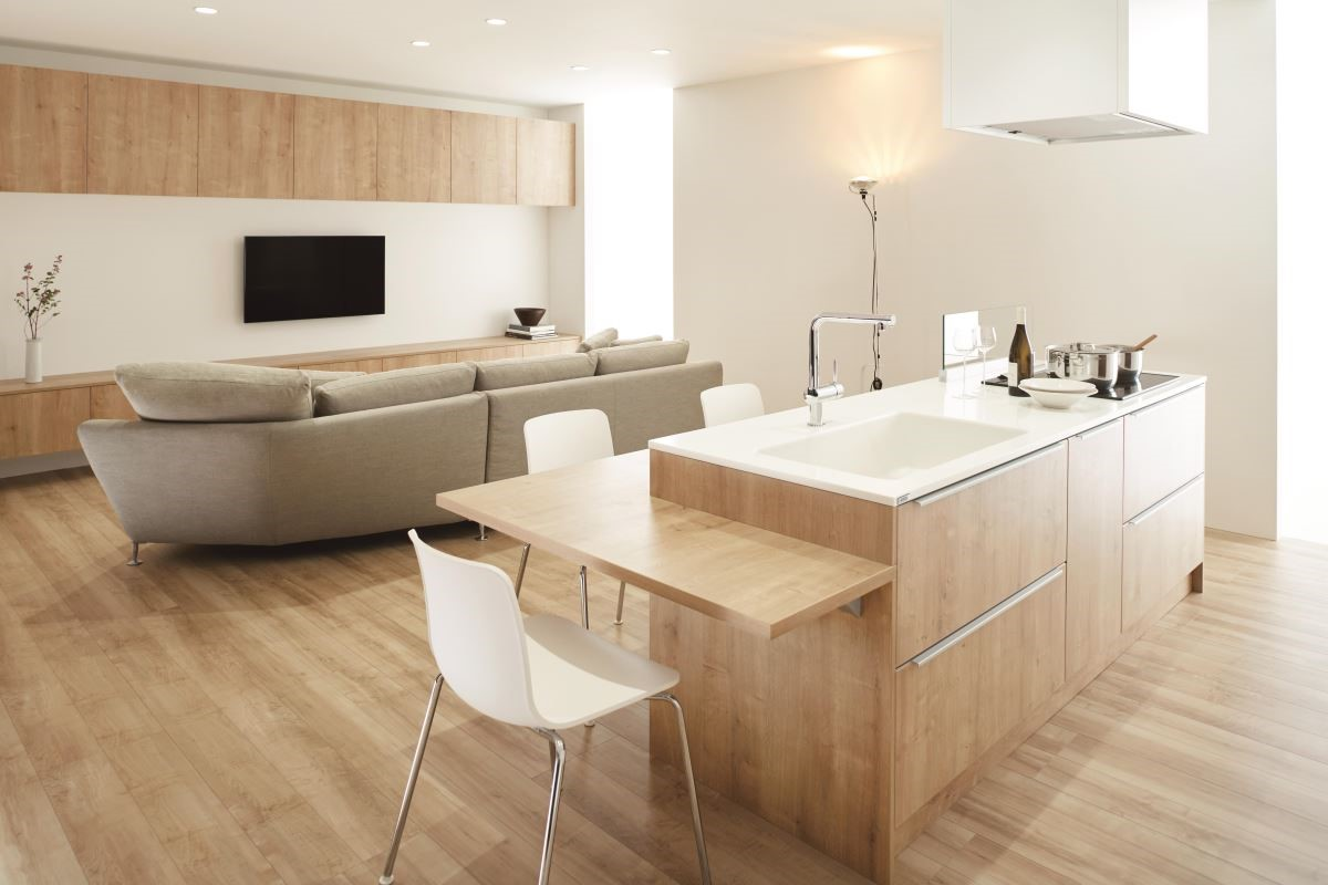 LDK = LIVING + DINNIE + KITCHEN 客廳廚房與餐廳形成一個可以自由來去的大空間,家人可以各自忙自己的事卻同處在一個空間中,無形中增加了彼此的緊密度。
