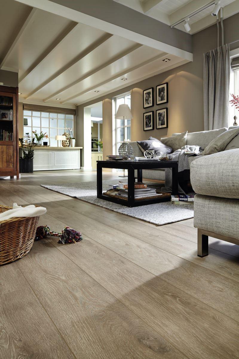LD-300/20 莊園系列,特殊天然紋理木地板,立體浮雕木紋處理,讓視覺與觸覺都達到原木級的質感。