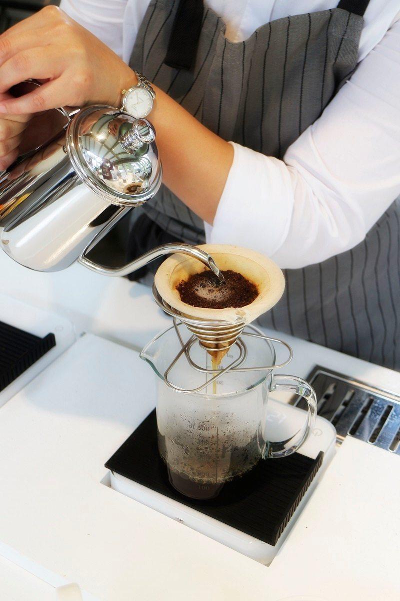 有別於一般坊間的咖啡,我們只供應最新鮮的手沖咖啡。