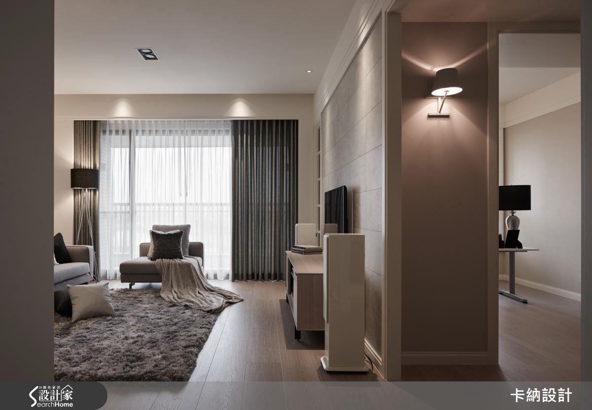 壁燈與美式風格的門框套,讓簡潔空間染上優雅愜意的生活步調。