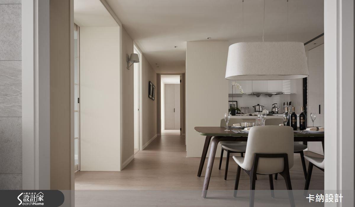 廊道遞嬗的層次之美,與餐廳廚房區緊密相連。