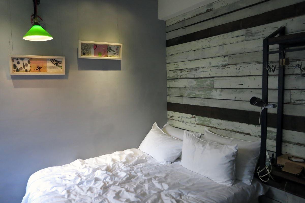 未艾公寓在客房內展出藝術家張純敏作品