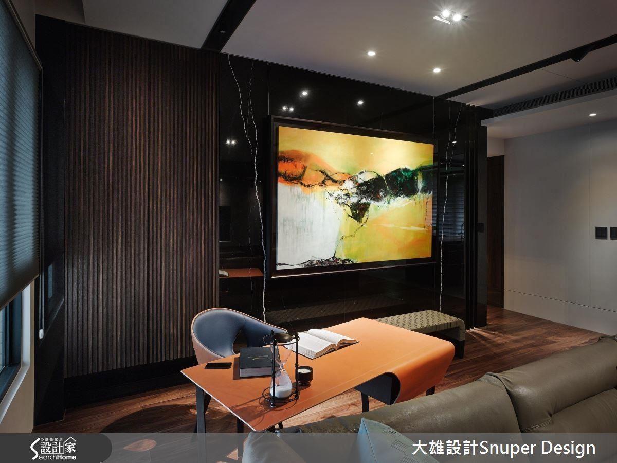 屋主收藏的王仁杰《心淨 新境》畫作。