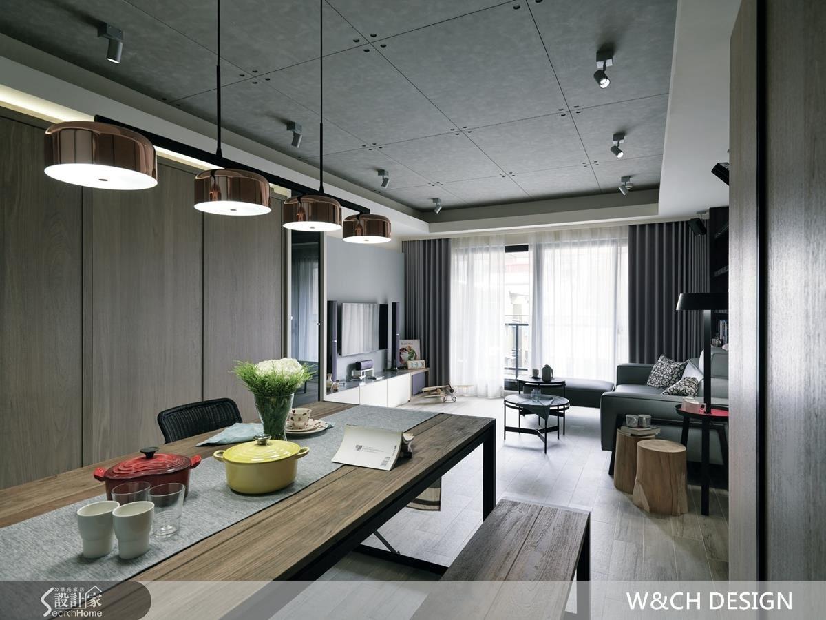 透過隱藏式設計,將玄關鞋櫃、收納櫃、廚房及臥室整併在木質造型牆後,兼顧機能同時降低畫面零碎感,創造空間質感與一致性。