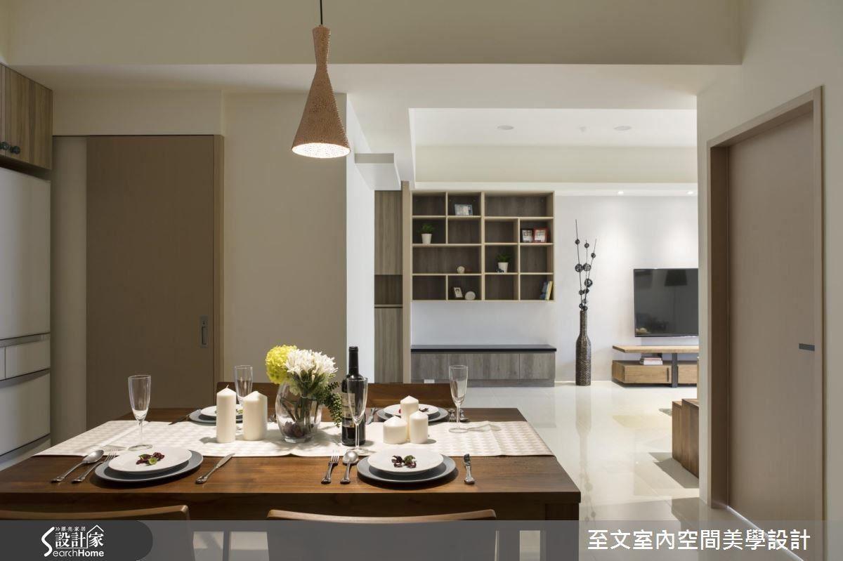 經由重新規劃的餐廳格局,解決以往無法放置餐桌的困擾,並將動線進行改善,使家人能更加流暢地穿梭於各空間中。