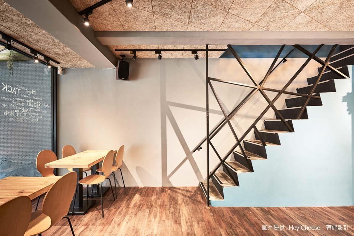 樓梯扶手剖面的幾何構成,也是從鳥巢意象解構而來。