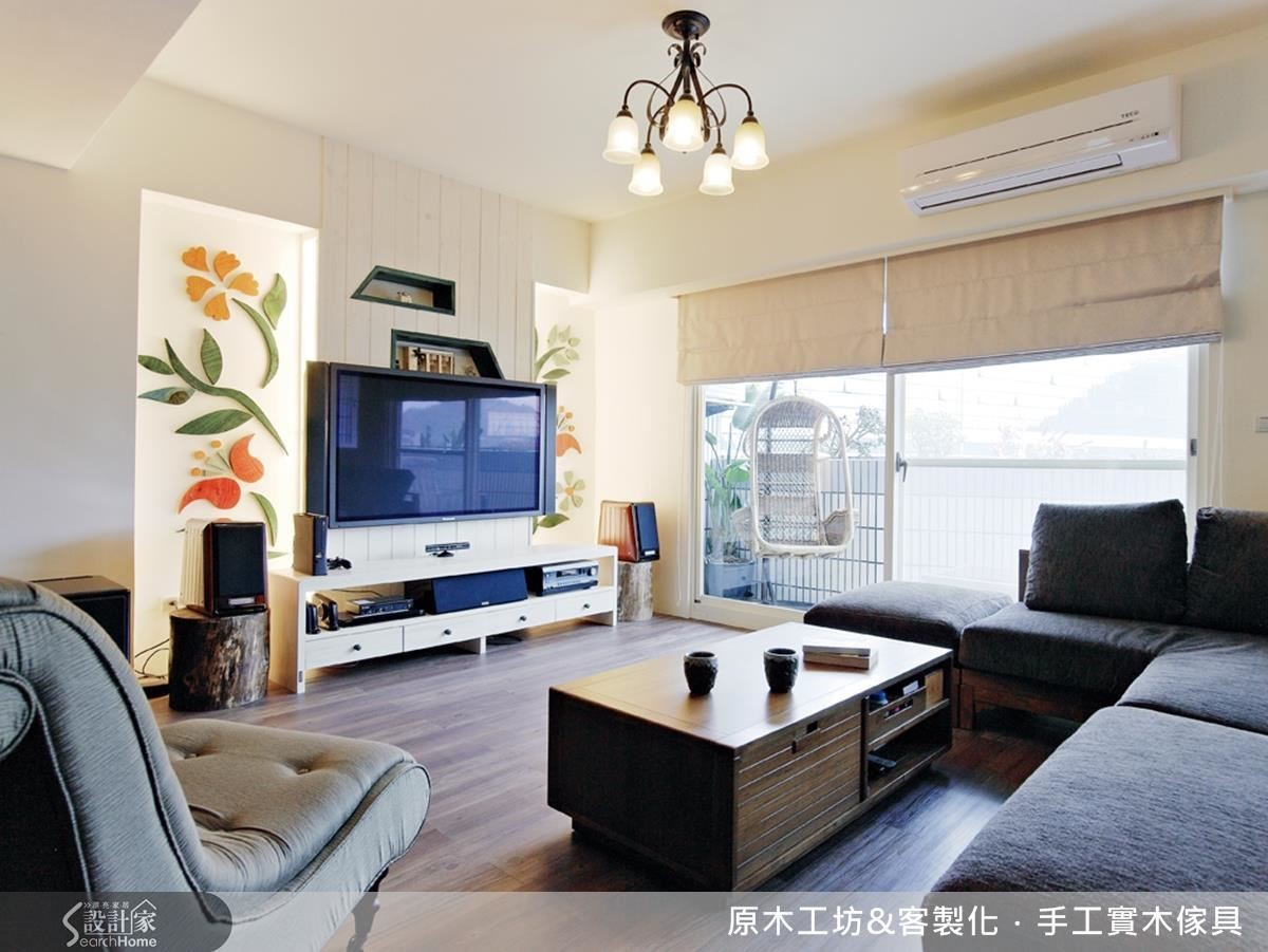 低彩度的客廳設計,春天百花齊放的概念與帶有休憩概念的仿籐吊椅及落地窗相呼應,使客廳充滿生氣。