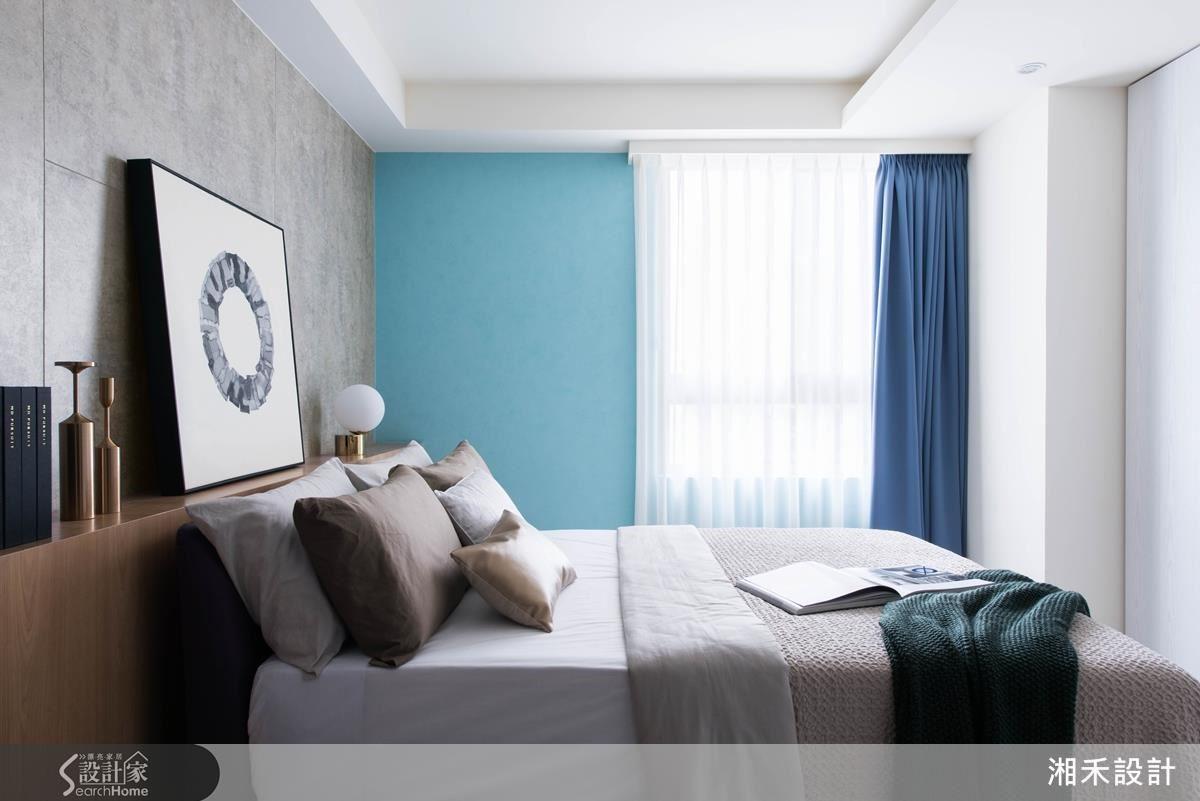 房間的顏色簡化,主臥的主色是藍色的馬來漆,呈現如石材並帶點粉光的細緻質感。