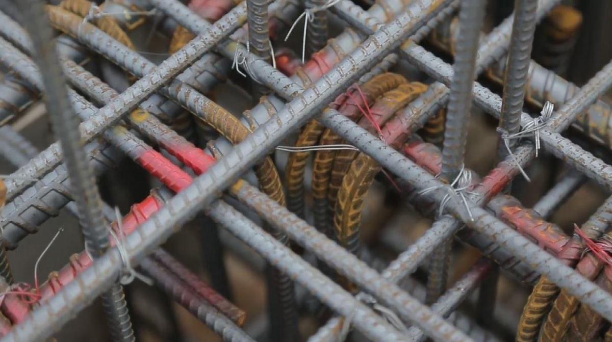 箍筋與繫筋確實綁紮,穩固結構。