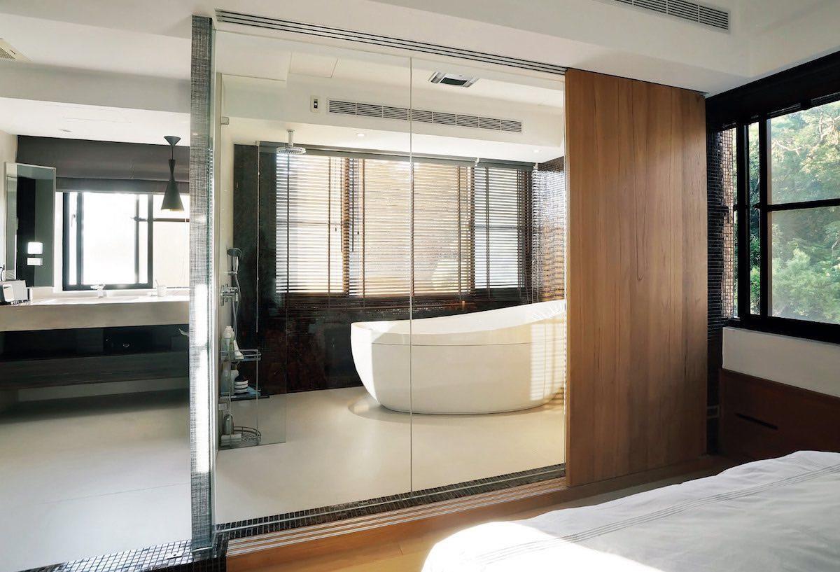 浴室除了規劃淋浴區外,同時還擺放一座蛋型浴缸,讓愛泡澡的田定豐,能藉由泡澡來放鬆身心靈。