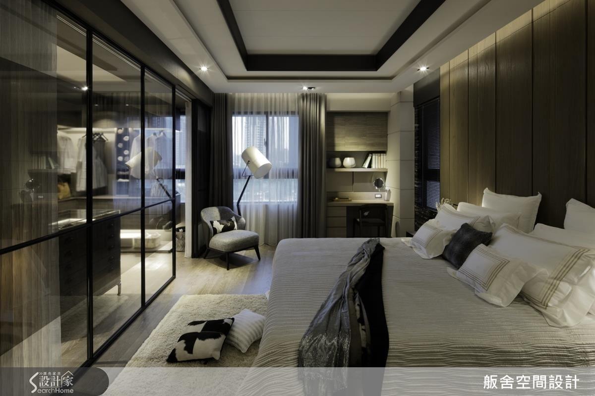 主臥房以飯店式精緻感,質感的灰色調呈現舒適氛圍。