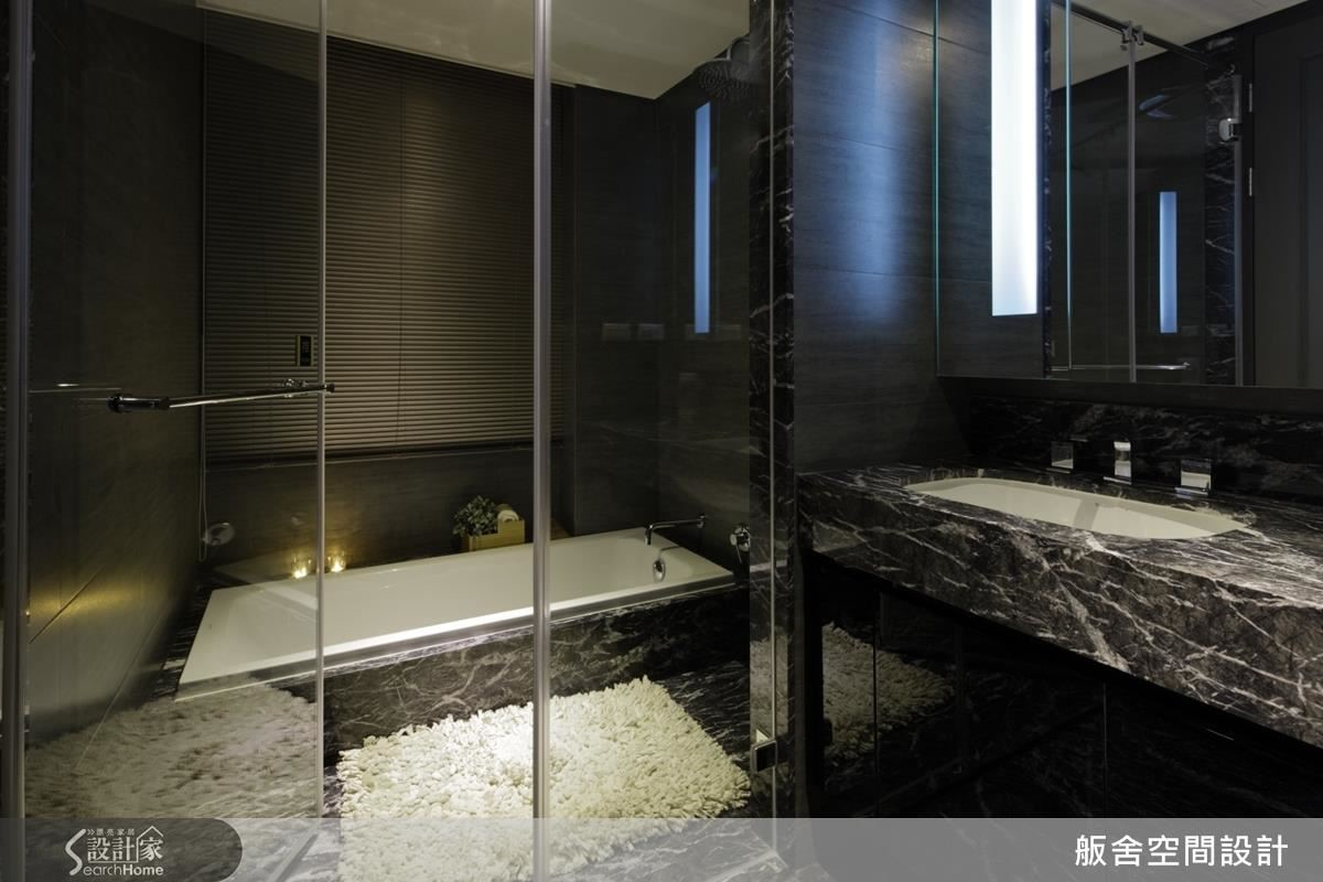 主臥衛浴。