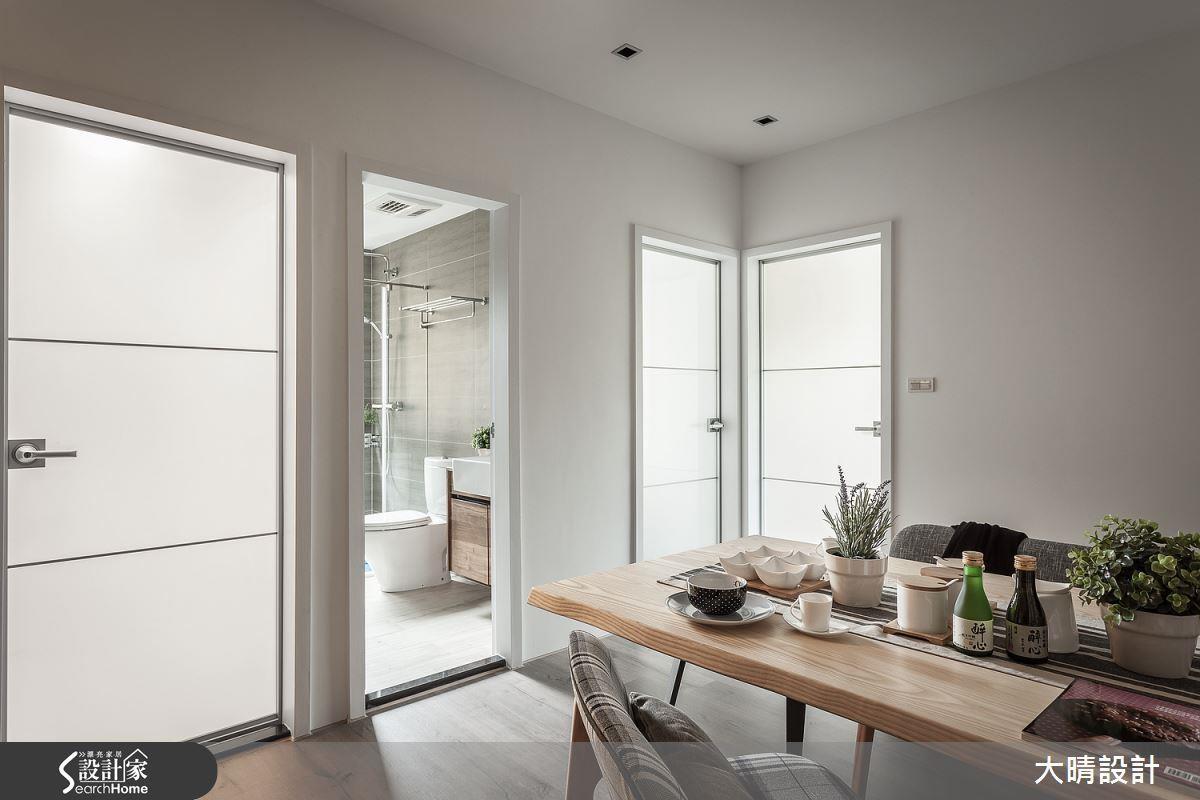 在日系居家中常見的便是以半透明隔間取代防曬裝置或實牆,營造通透卻不失隱私的日式精神。