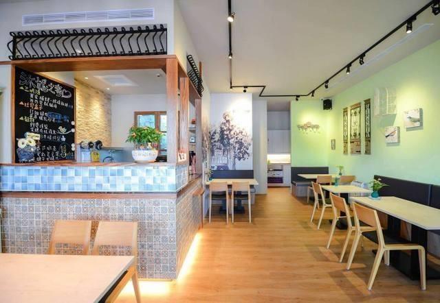 高雄沐妮之家:淺色木紋營造出小店溫馨的氛圍,讓人宛如身在自己家中,可以偷閒一個午後。