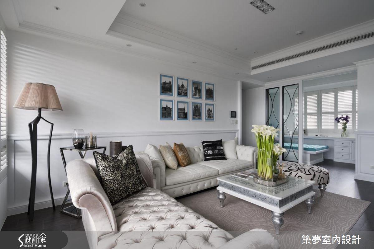 優雅的線板、花磚等美式語彙,為空間定調,清爽的藍、白色調,搭配溫潤的木地板,營造清新、溫暖的居家氛圍。