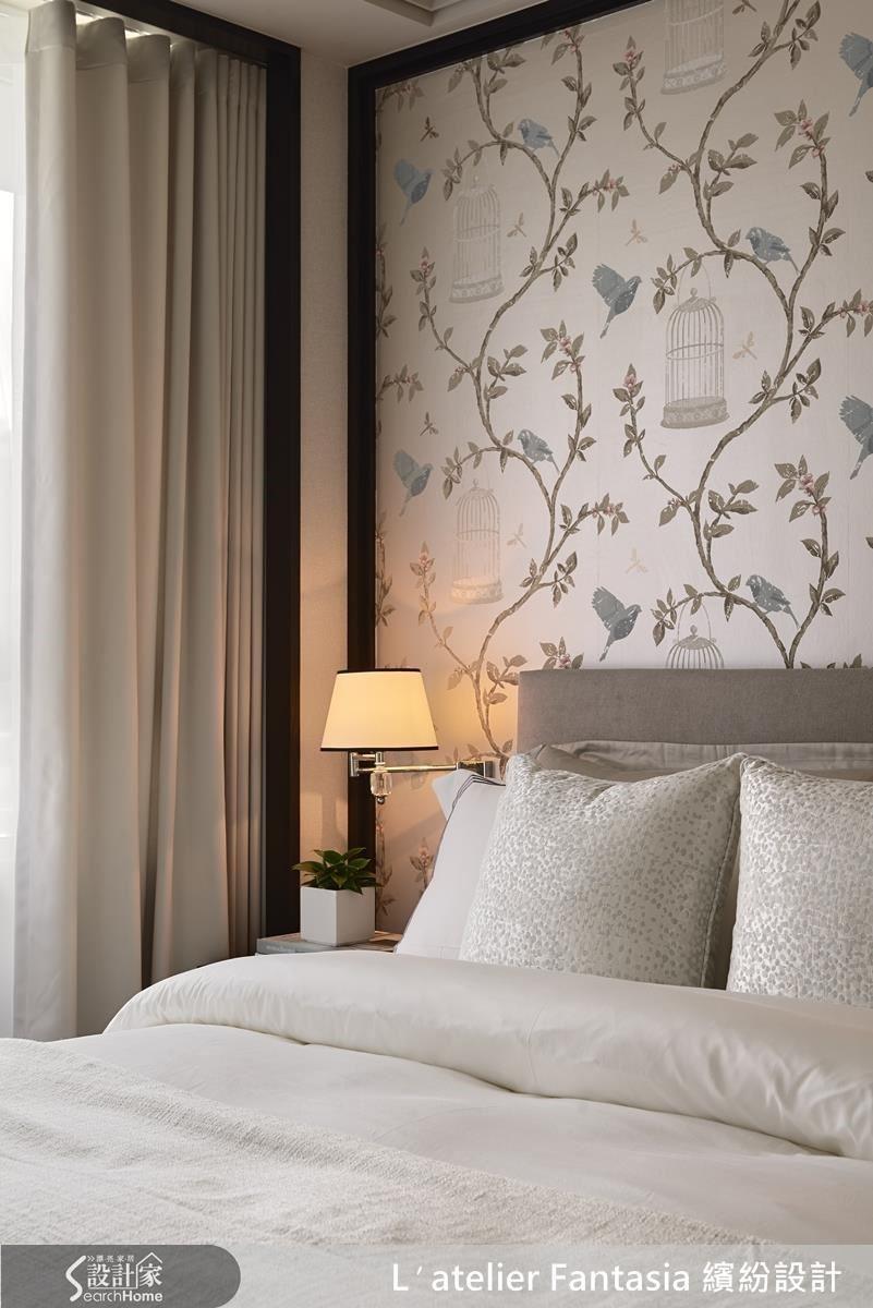 選擇有質感的造型燈具與優雅的壁紙,將女人氣質置入每個空間。