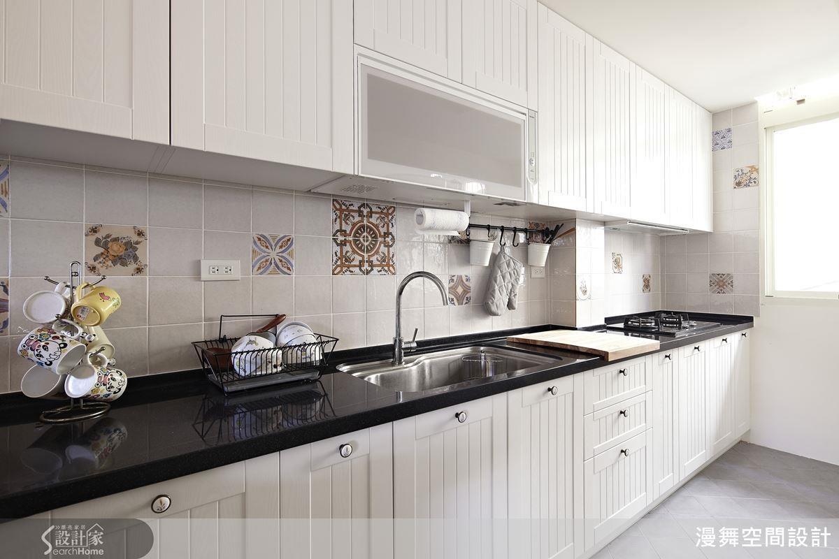 廚房要能美觀與實用兼具,配色、動線與收納機能該如何打造呢?