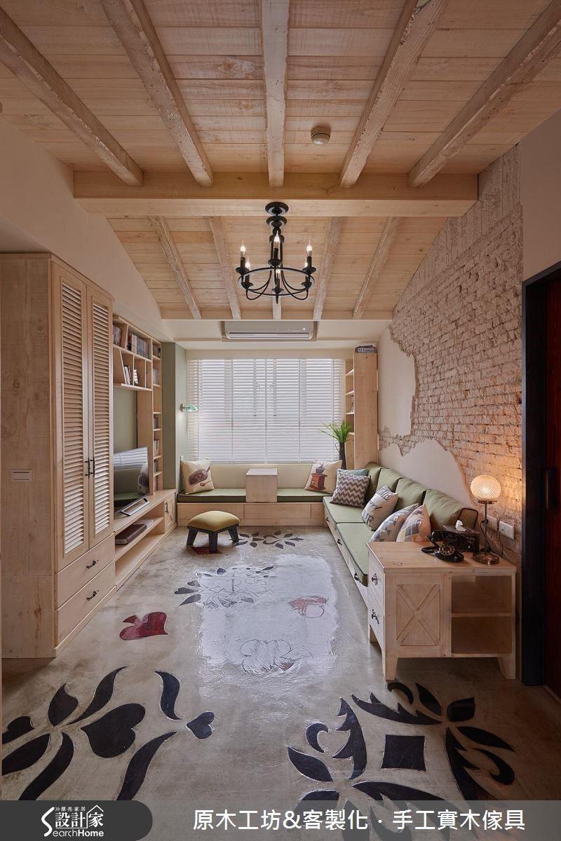小木屋概念的斜頂天花板設計,創造閣樓挑高的視覺感受,大窗引光、開放式的設計加上淺色實木運用,空間顯得通透延伸。