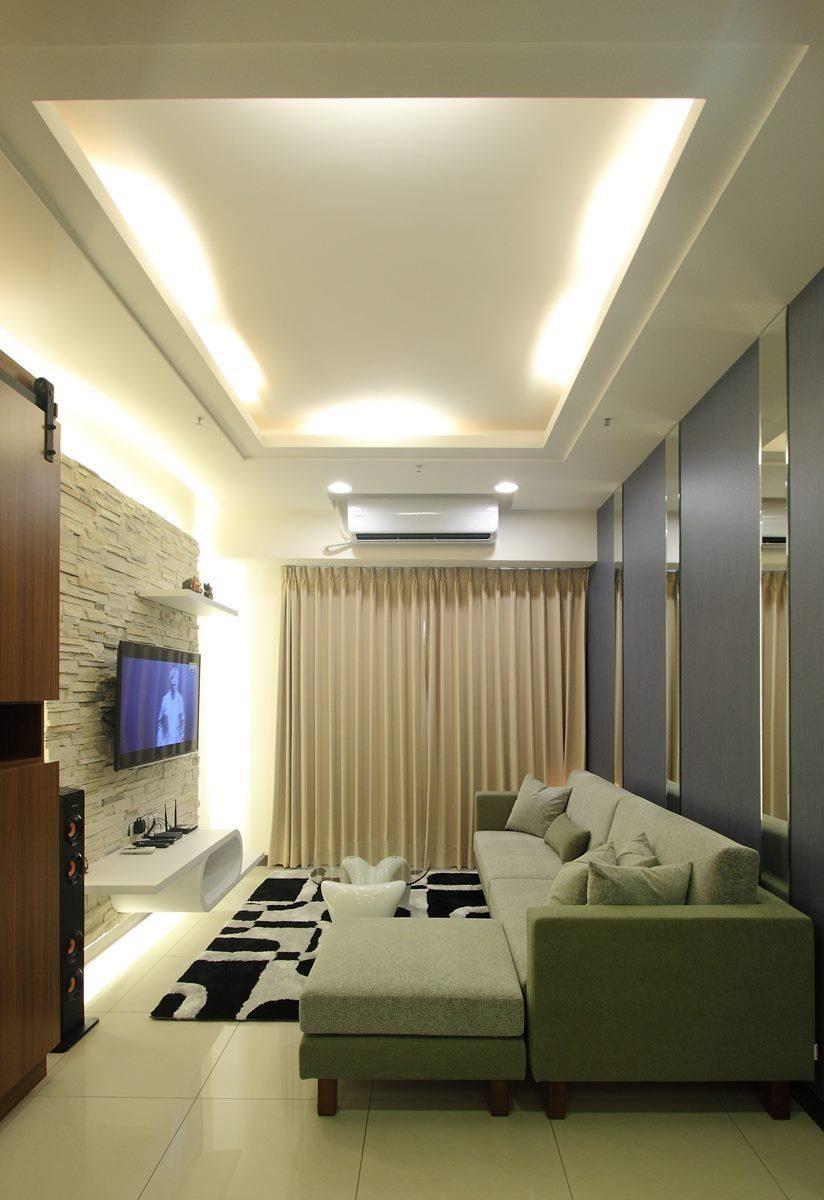 空間較小的客廳,一字型搭配腳几的組合是不錯的選擇。除了可以享受到如貴妃椅的舒適度。腳几可移動,增加座位數,空間的使用也較有彈性。(雙子星沙發)