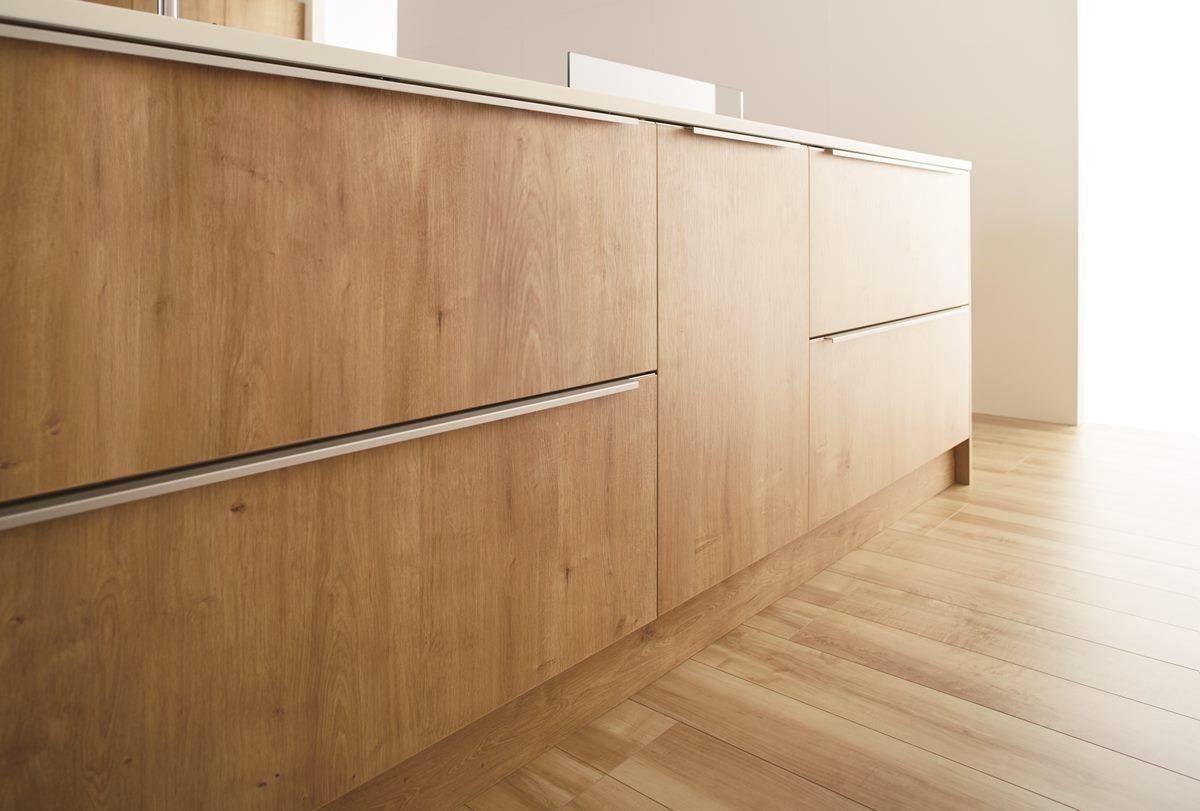 2公分厚的檯面展現出細緻的線條與高規格的日式工藝水平。