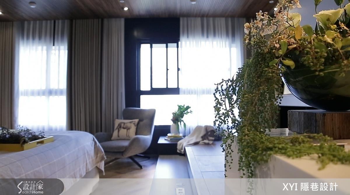 在室內擺放一些花草綠意,也能營造更有氣氛的居住空間。