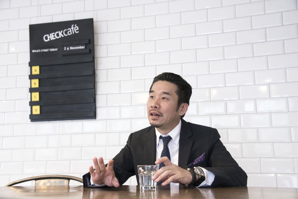 紅點文旅創辦人兼設計師 Steven 接受設計家-藝術銀行專題採訪。