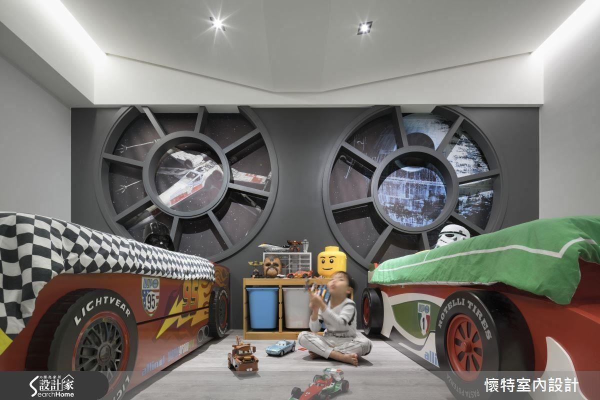 兒童房絕對是亮點!在反抗軍千年鷹號宇宙戰艦中長大的童年,可不是每個人都有。主牆上可以窺視外太空景象的觀景窗,和天花如機翼般的造型,既前衛又現代。