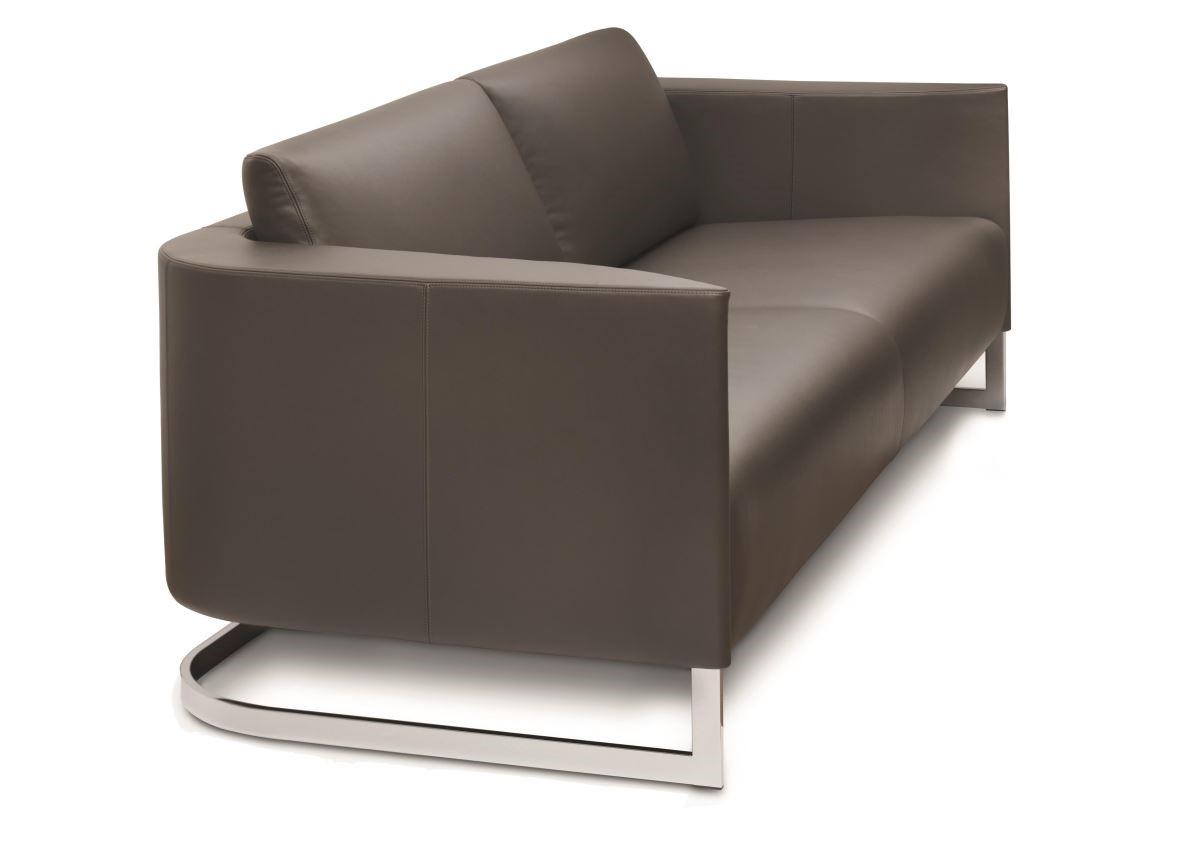 結合異材質顯得時尚,又能襯托出沙發本身的質感。
