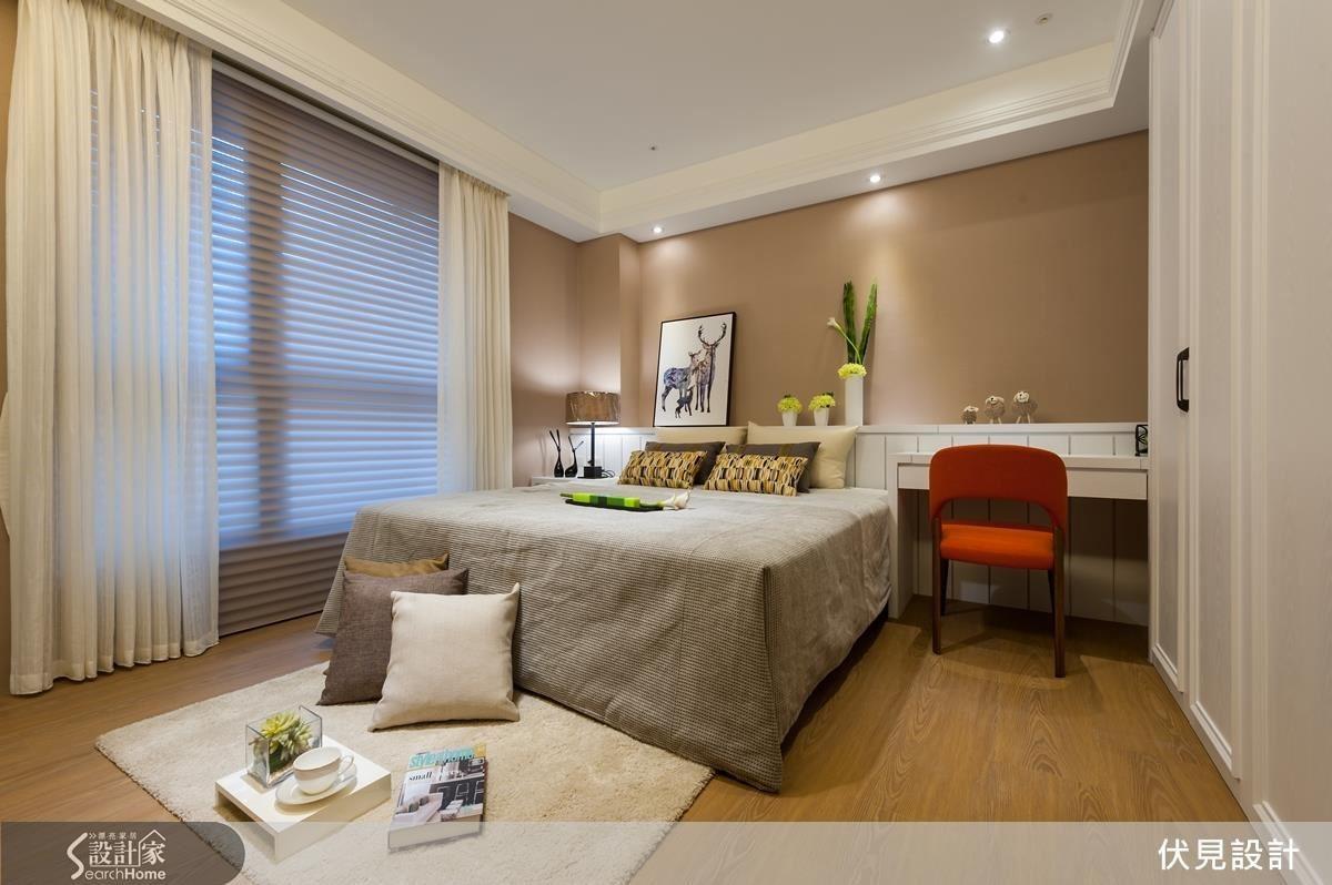 垂紗布簾:適合在寢臥區使用垂墜感的布簾,讓空間有穩定下來的感覺。第一層可以加上調光捲簾,控制室外光進入的多寡。