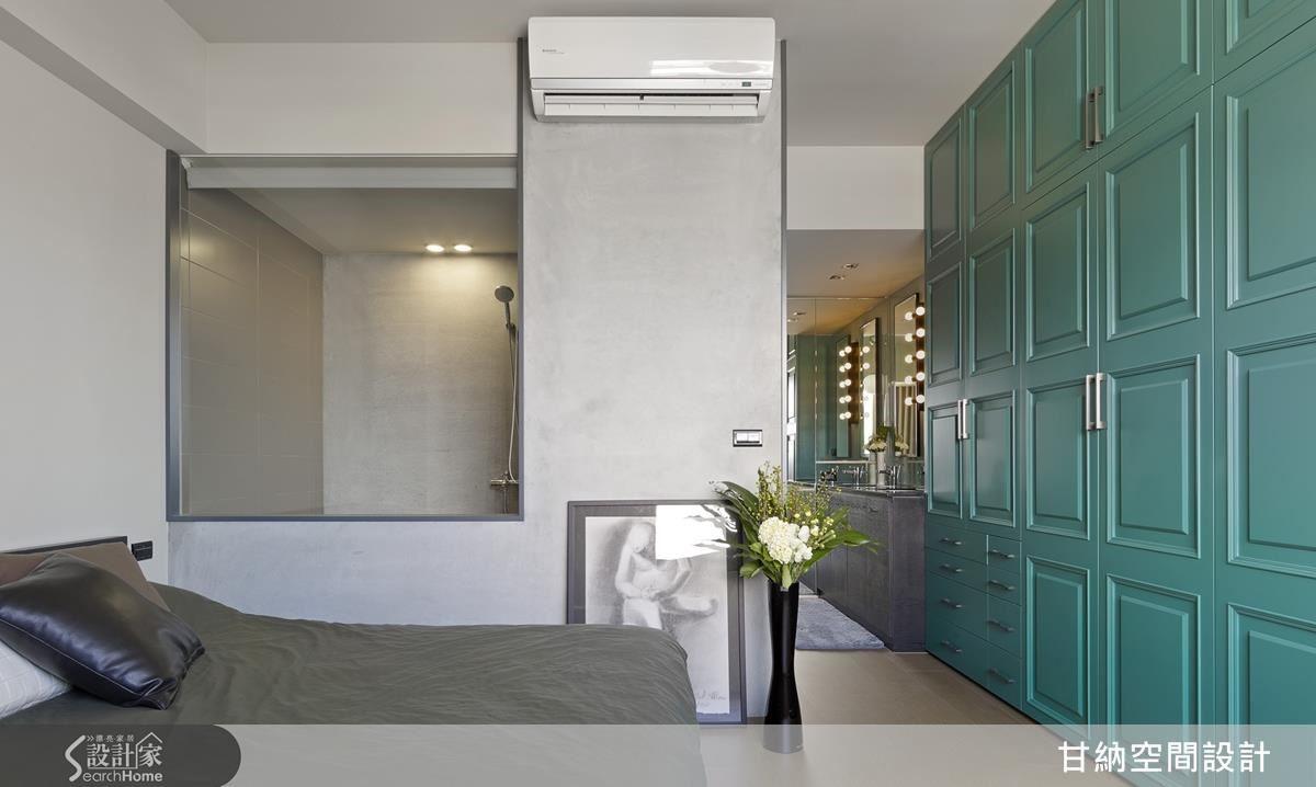 主臥室裡打造一面 Tiffany 藍的衣櫃,替空間渲染一抹摩登藝術之美。