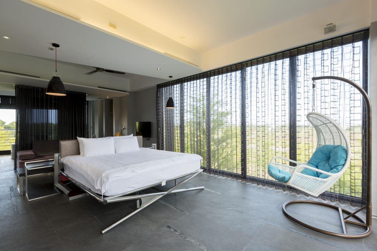 主臥室結合小型起居空間和衛浴,減化不必要的走道,打造回字動線,不浪費任何一坪空間!